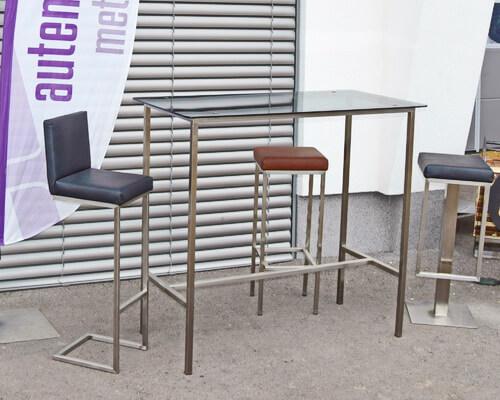 Tisch_mit_Barhocker_kl